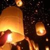 空に流れる祈りの灯の川(ローイクラトンのコムロイ in メージョー)